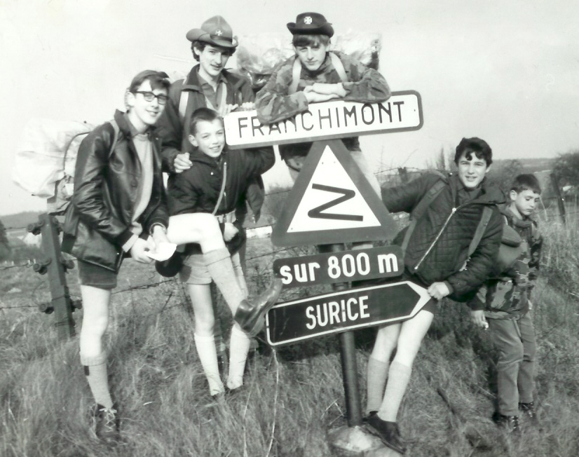 Fig. 3. Avril 1967. Hike de Surice. La patrouille des Sangliers. De gauche à droite: Fouine, Fauvette (CP), Écureuil, Julo, Puma et Chamois. Roberto prend la photo.