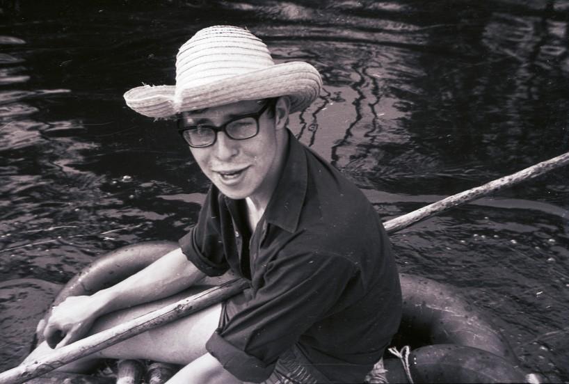 Fig. 16. Août 1970. Grand camp de la Semois. La Semois. Sur un radeau: Faon.