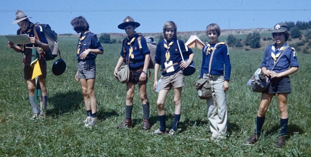 Fig. 3. Août 1973. Grand camp de Rochehaut. La patrouille des Renards. De gauche à droite: Chat (CP), Fauvette, Koala, Lionceau, Jaguar, Geai.