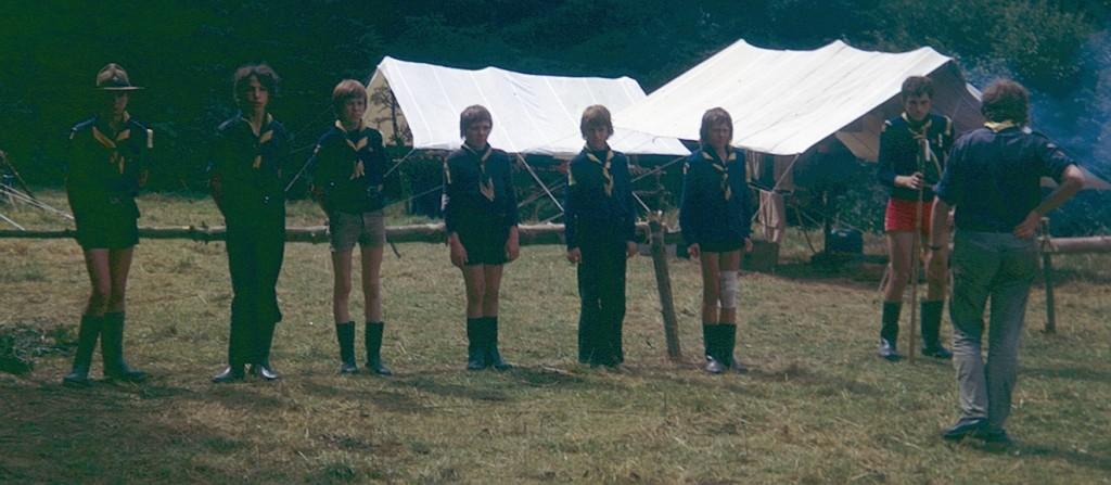 Fig. 5. Août 1974. Grand camp de Transinne. La patrouille des Renards. De gauche à droite: Koala, Fauvette, Lionceau, Hamster, Jaguar, Lièvre, Chat (CP) et Castor (AT).